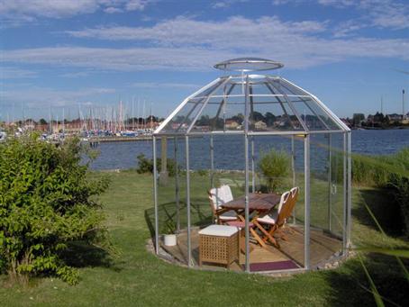 Opsætning af drivhus/pavillon med udsigt.