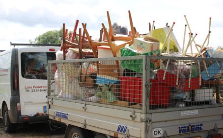 Oprydning og bortkørsel af affald til genbrugspladsen.