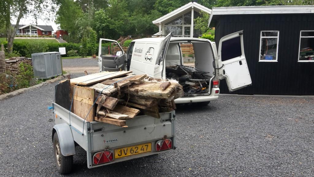 Oprydning, sortering og bortkørsel til genbrugspladsen.