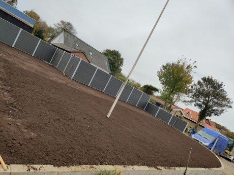 Anlæg af græsplæne - jorden gjort klar til rullegræs.