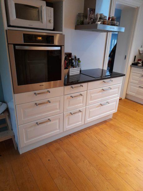 Køkkenmontage hvidt køkken