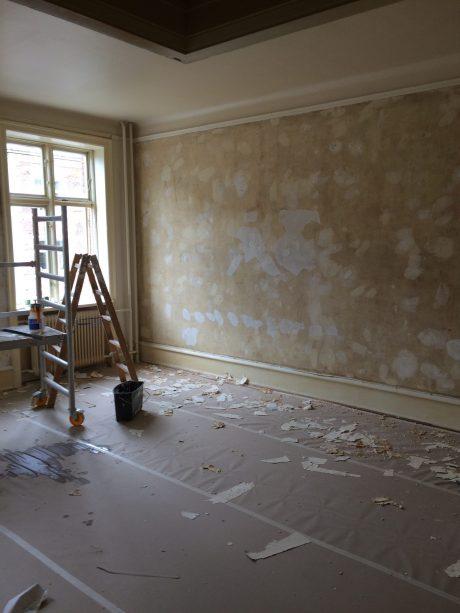 Tapet fjernet af maler