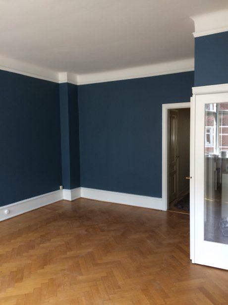 Nymalet stue i blå