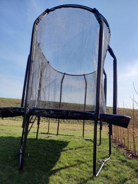 Trampolin med net